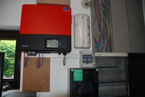Realisatie van een zonnepanelen installatie bestaande uit 25 zonnepanelen REC 275 met SB5000TL-20 te Ramsel geplaatst. Goed voor een productie van 6.600 kWh.