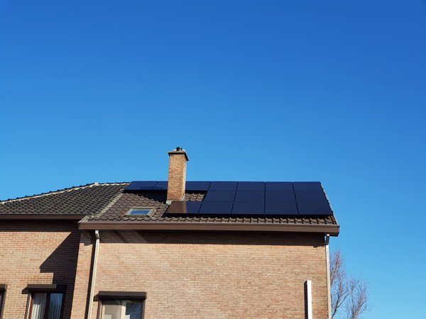 Realisatie 16 zonnepanelen BENQ 300 met SMA omvormer te Hasselt