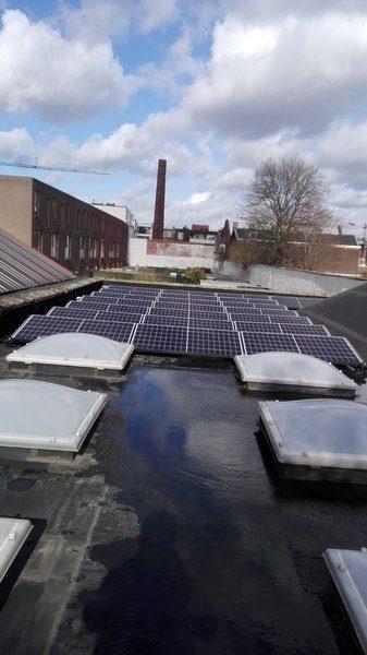 Realisatie 22 zonnepanelen REC 295 TP zwarte rand met SAJ SUNUNO plus 5K-M te Antwerpen
