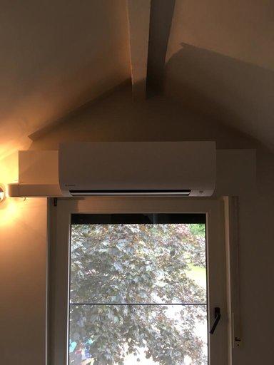 Realisatie Daikin comfora airco warmtepomp luchtlucht bestaande uit 1 buitenunit en 1 binnenunit te Oud-Heverlee