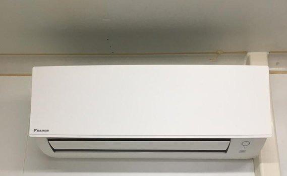 Realisatie summerdeal Daikin airco warmtepomp luchtlucht bestaande uit 1 buitenunit en 1 binnenunit te Heusden-Zolder