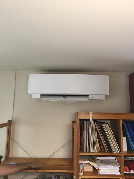 Realisatie Daikin Emura airco warmtepomp luchtlucht bestaande uit 1 buitenunit en 3 binnenunits te Geel