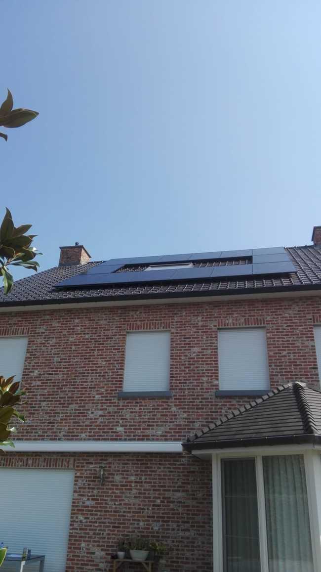 Realisatie 14 zonnepanelen REC 315 Wp Full Black met SMA omvormer SB3.0 te Maaseik