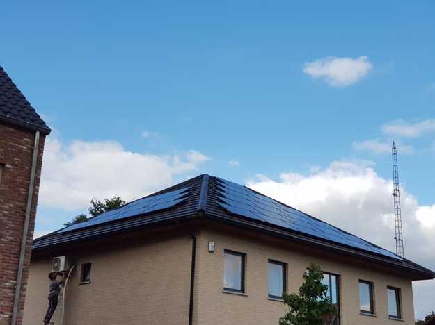 Realisatie 30 zonnepanelen REC 315 Wp Full Black met SMA omvormer SB3.0 te Beringen