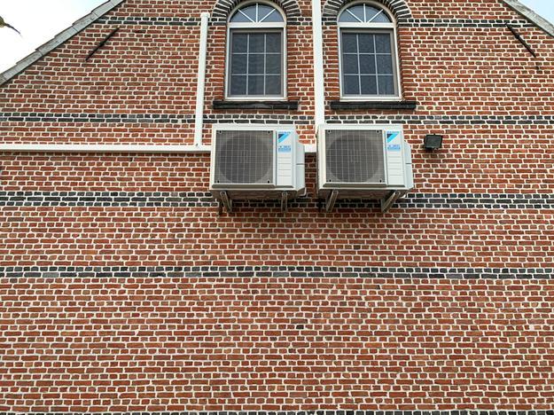 Totaalproject Daikin Perfera aircowarmtepomp met warmtepompboiler en 45 zonnepanelen Peimar 310 Wp Full BLack met SMA Omvormer STP9.0 te Lier