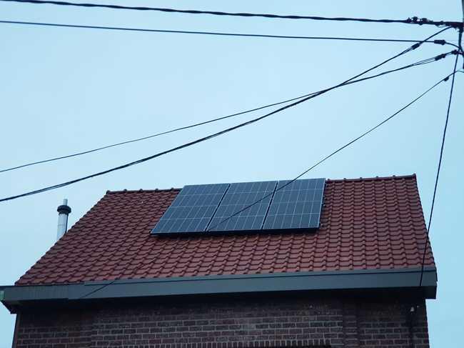 Realisatie 12x REC 325 zonnepanelen met omvormer SMA SB25 te Bertem