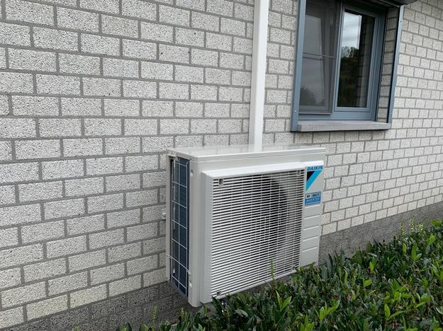 Realisatie Daikin Emura + Perfera aircowarmtepomp luchtlucht bestaande uit 2 binnenunits en 1 buitenunit te Heppen