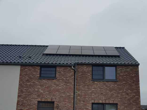 Realisatie 12 zonnepanelen REC 315 Wp Full Black met SMA omvormer SB3.0 te Leopoldsburg