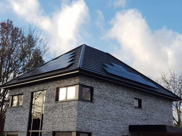 Realisatie 28 zonnepanelen REC 315 Wp Full Black met SMA omvormer SB3.6 te Genk