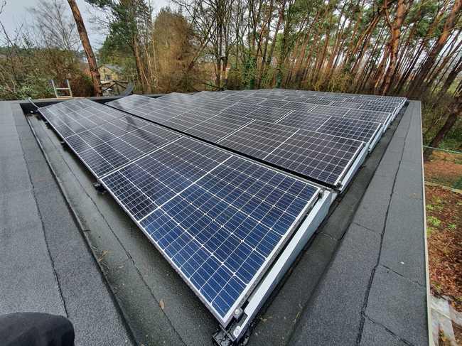 Realisatie 18x REC 315 Full Black zonnepanelen met SMA omvormer SB3.6 op pannendak + 32 x REC 325 met SMA STP 6.0 op plat dak