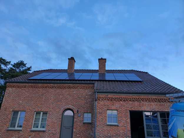 Realisatie 32x REC 325 + 18x REC 315 Full Black zonnepanelen met SMA omvormer te Koersel