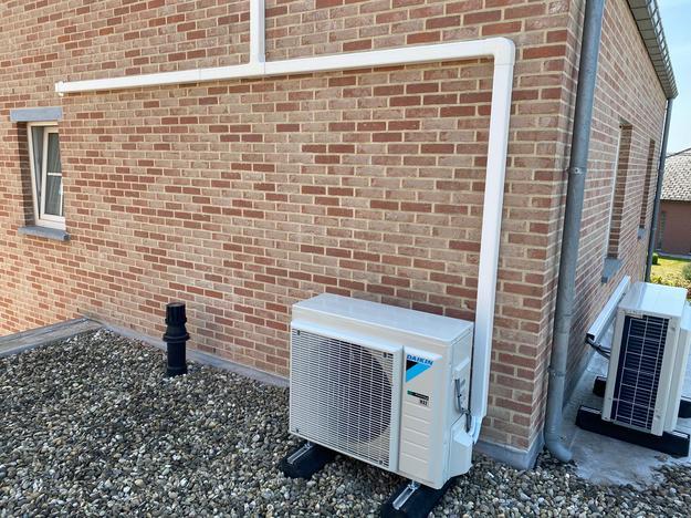 Realisatie Daikin 2x multisplit aircowarmtepomp met Comfora binnenunits te Laakdal