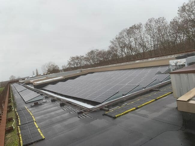 Realisatie 130x Zonnepanelen Longi 370 Wp SEMI Black met SMA omvormer  STP25000 te Holsbeek