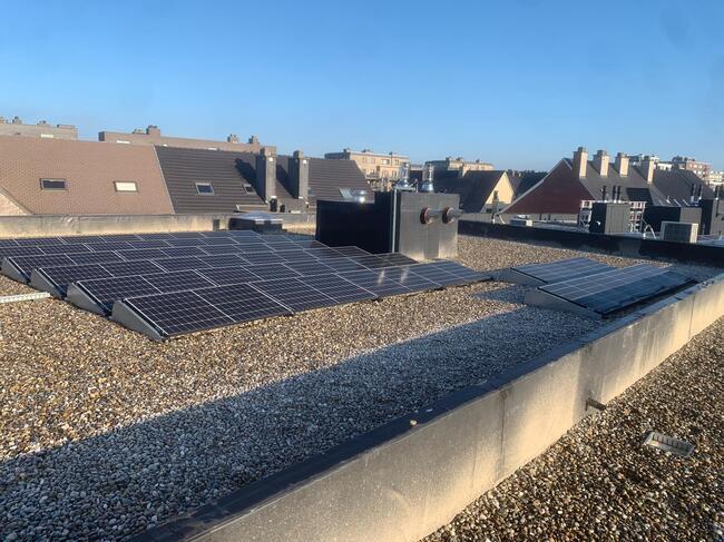 Realisatie 22 appartmenten van ieder 8 zonnepanelen REC 330 Black White zonnepanelen met SMA omvormer te Zaventem