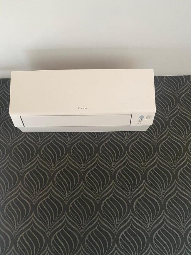 Realisatie Daikin aircowarmtepomp met 2 Perfera binnenunits te Leopoldsburg
