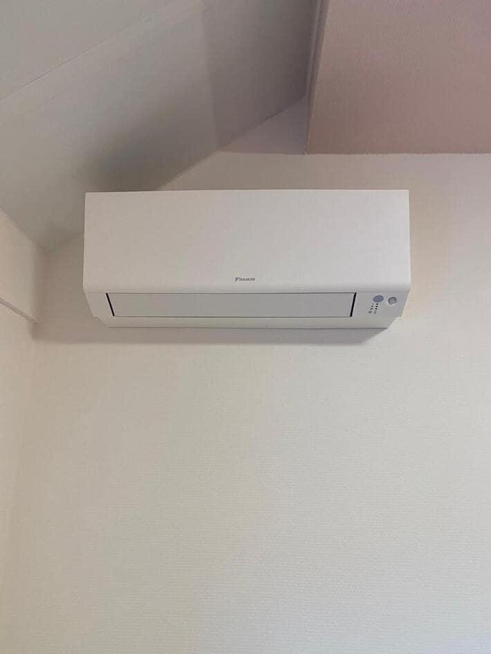 Realisatie Daikin multisplit aircowarmtepomp met 1x Stylish wit + 3x Perfera binnenunits te Kermt - Hasselt